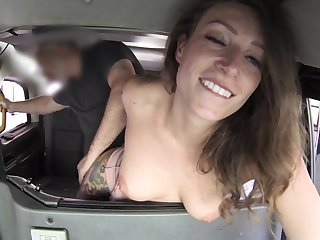 Mature filmed concerning the back of the taxi-cub getting laid hardily